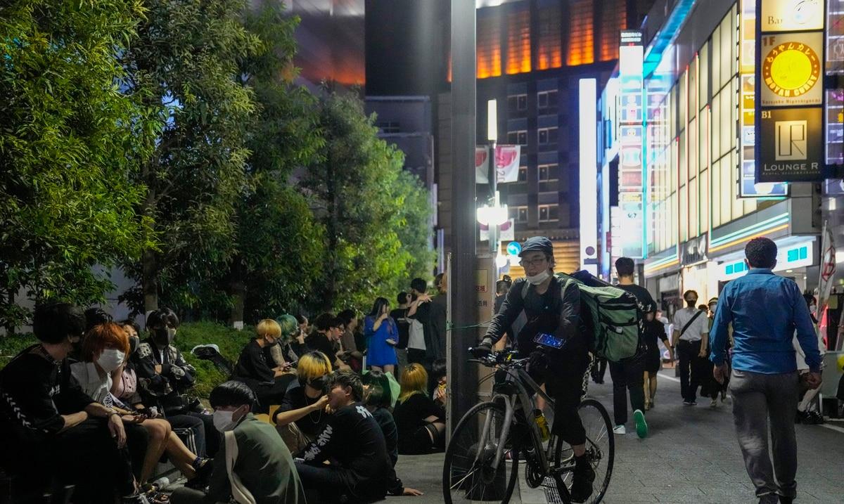 Las restricciones en el consumo de alcohol en Tokio chocan con la frustración y la indiferencia de los residentes de la ciudad