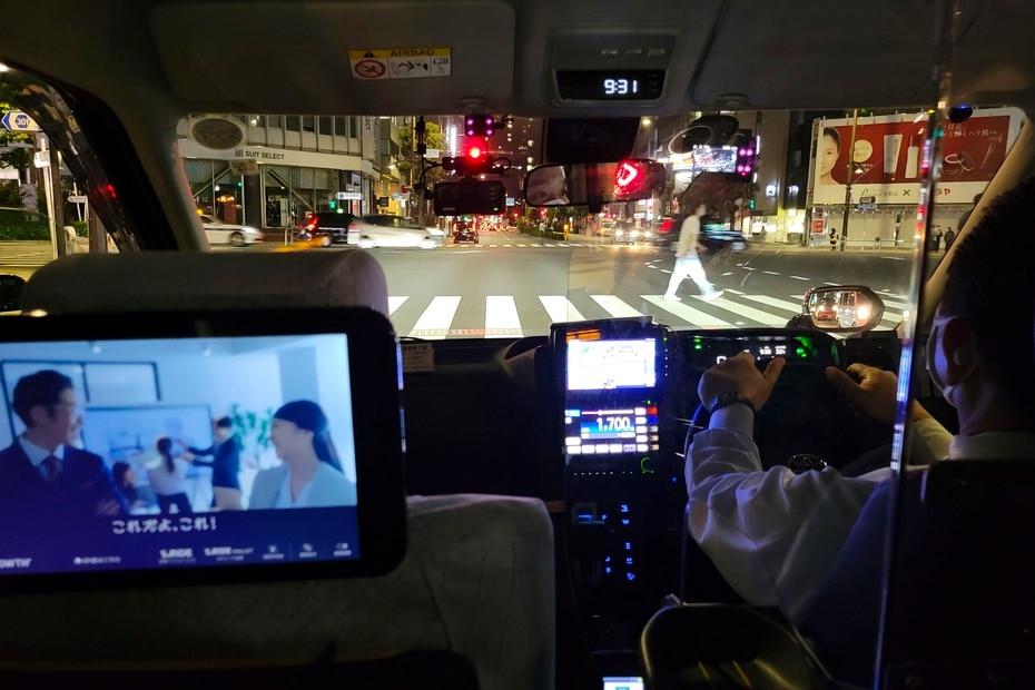 Foto desde el interior del taxi que transportaba a nuestro periodistas del aeropuerto a su hospedería en Tokio.