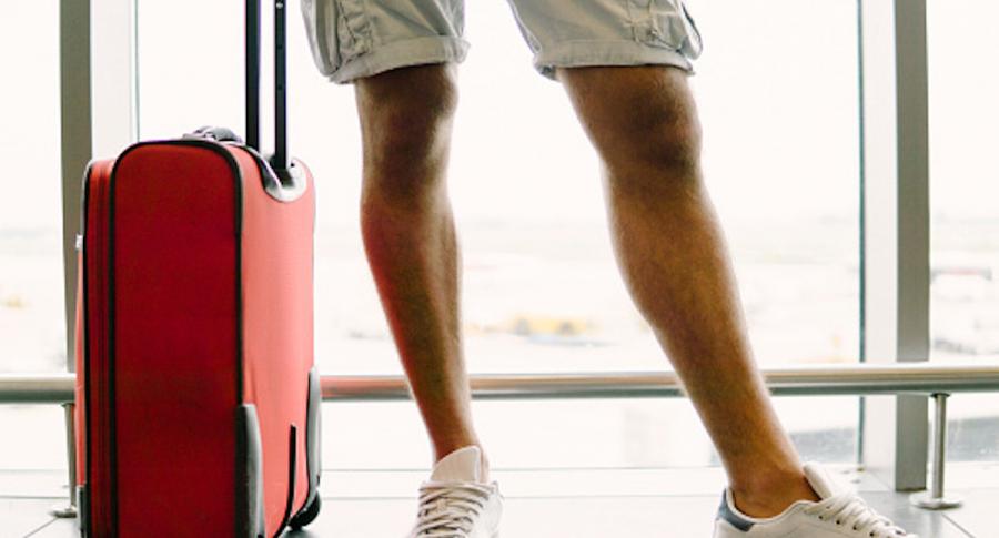 No usar pantalones cortos y otros 5 sabios tips de auxiliar de vuelo para viajar en avión