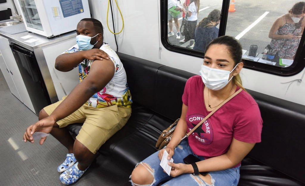 Encuesta: mayoría quiere que el uso de mascarillas sea obligatorio en EEUU