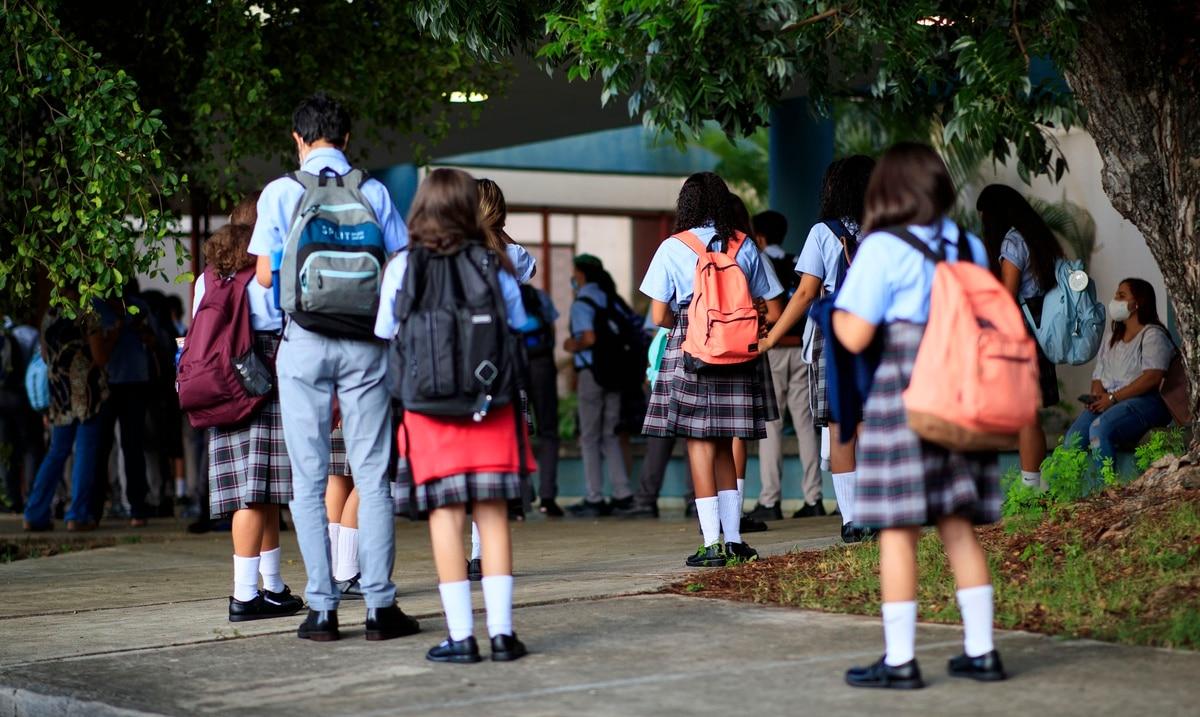 Educación confirma al menos 34 casos de COVID-19 en estudiantes durante el regreso a clases presenciales