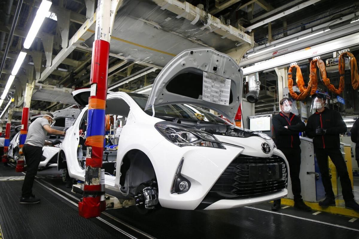 Toyota reduce producción Norteamérica y Japón por escasez de suministros