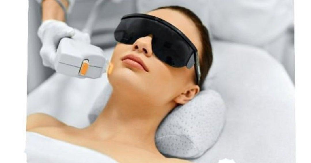 Técnicas para cuidar la piel de manchas ante la exposición a la luz azul de las pantallas