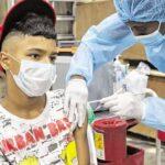 Vacunar a los niños, clave para protegerlos y 'cercar' a variante Mu del covid-19