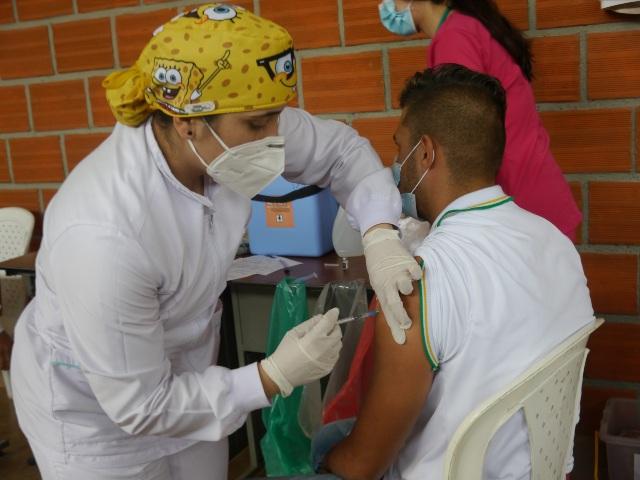 Los estudiantes de 11 también reciben la vacuna anticovid