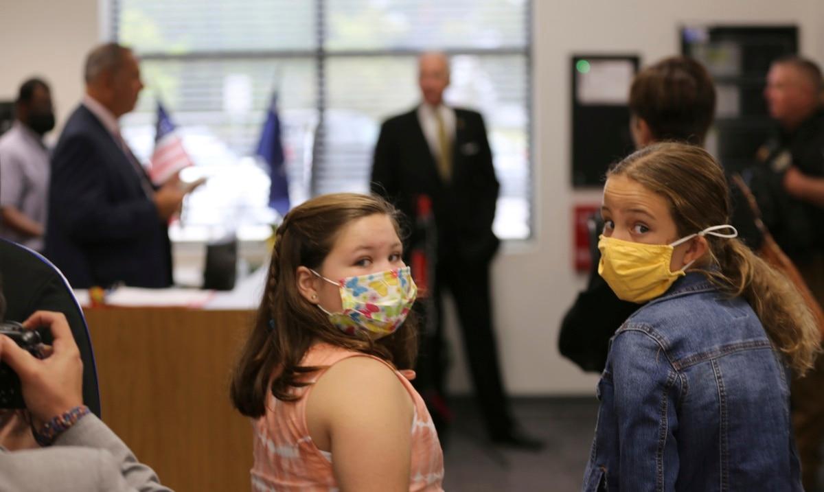 Pediatras alertan sobre la propagación de COVID-19 entre menores de Estados Unidos