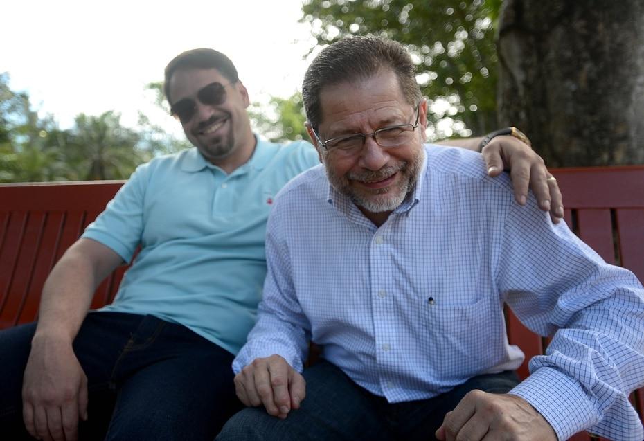 Arroyo compartía el mismo nombre y la misma profesión junto a su hijo, Efrén Arroyo.