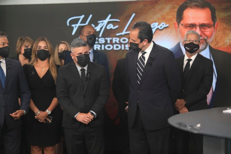 La actividad, que se llevó a cabo en los estudios de la estación, contó con la participación de los compañeros de Efrén Arroyo y ejecutivos del canal.