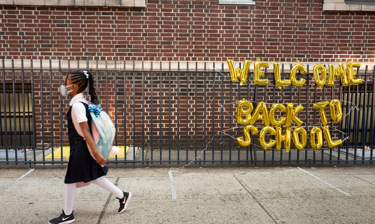 Juez bloquea orden de vacunación contra el COVID-19 para maestros en la ciudad de Nueva York