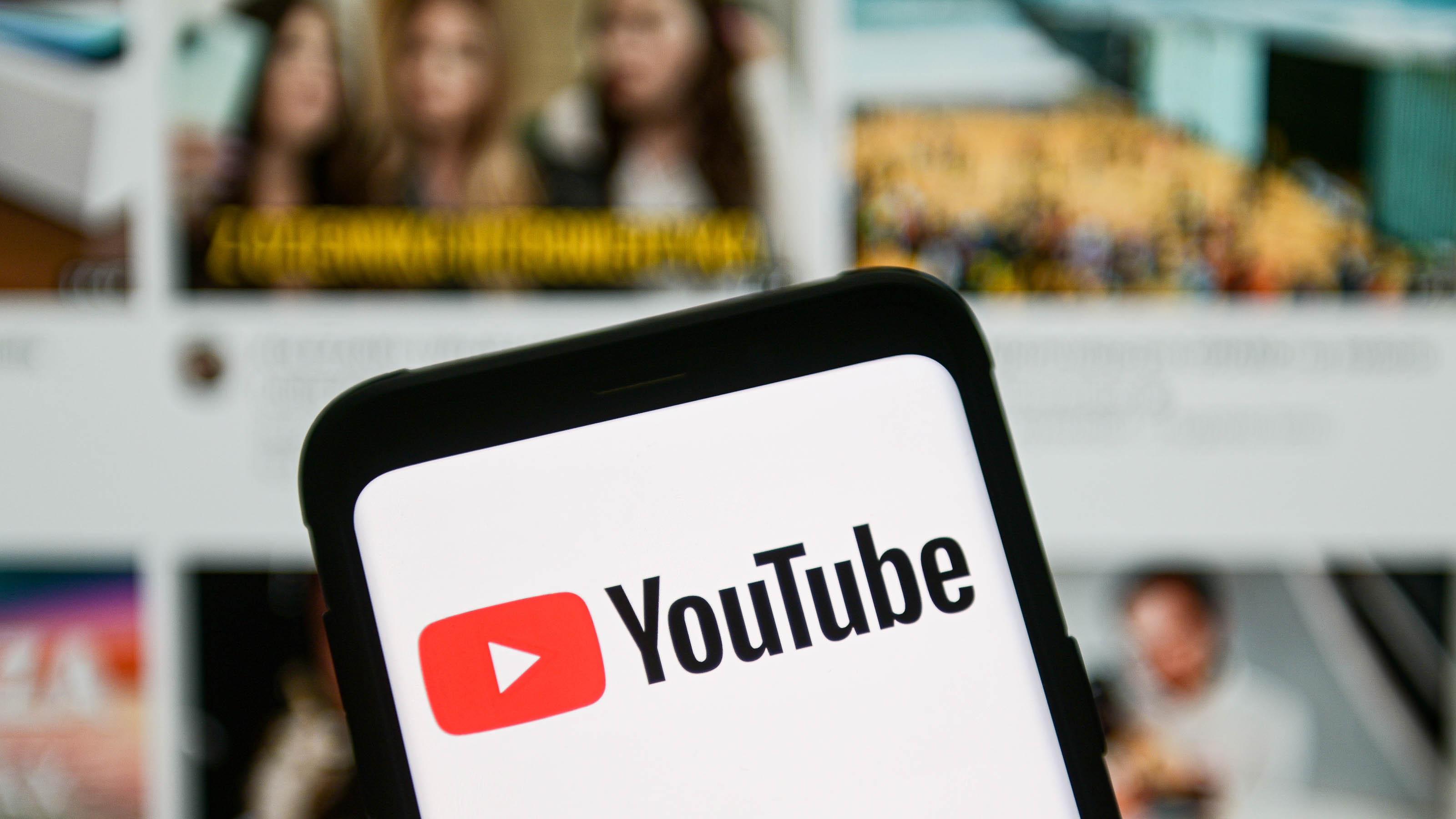 YouTube prohíbe videos con información falsa sobre las vacunas contra el COVID-19